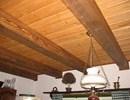 Kartáčovaný obklad stropu kuchyně