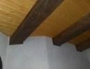Šikmé ukončení kartáčovaného obkladu stropního trámu