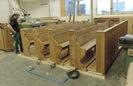 Kompletace nových lavic a podlahy