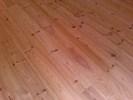 Borovicová masivní podlaha vybroušená
