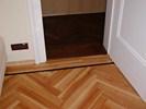 Jasanová masivní olejovaná podlaha s lemováním z Wenge