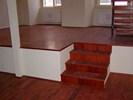 Masivní podlaha a obklad schodiště z Jatoby olejovaná